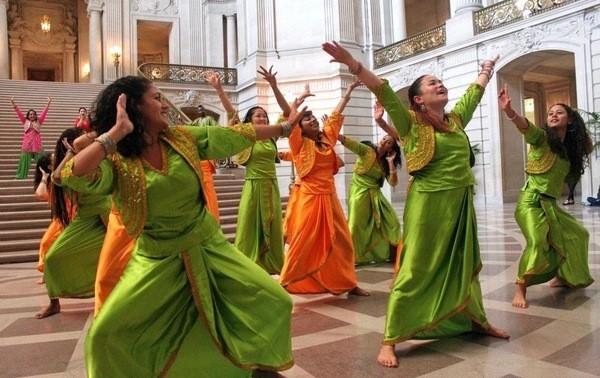 Duniya Dance and Drum